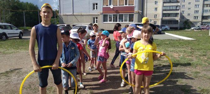Детские дворовые площадки.