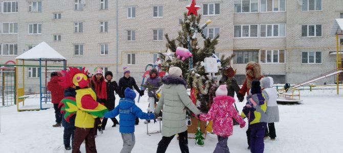 Открытие дворовой новогодней елки по ул. Российская, 20А.